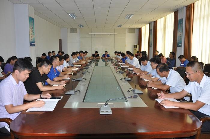 集团组织召开大学生座谈会