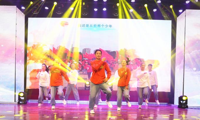 """""""奋进新时代 迈向新征程""""海汇集团2021年元旦联欢晚会精彩举行"""